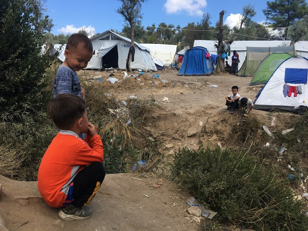 يشكل الأطفال أكثر من 40% من نسبة قاطني المخيم. وتعتبر هذه الفئة من أكثر المتضرري من الظروف القائمة في مخيم موريا حاليا.  موريا، ليسبوس، 3/10/2019. مهاجر نيوز