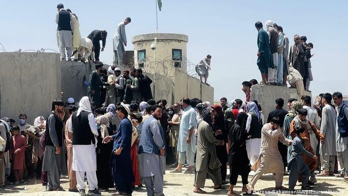 أفغان يحاولون الفرار من طالبان في كابول