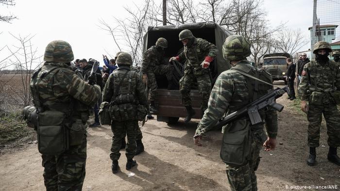 picture-alliance/ANE |سكان القرى الحدودية يساعدون الشرطة والجيش في تعقب المهاجرين والقبض عليهم