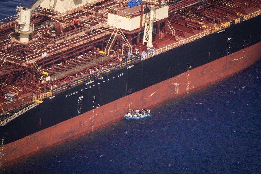 کشتی نفتکش (Etienne) به تاریخ ۴ اگست امسال، ۲۷ مهاجر را در بحیره مدیترانه از آب بیرون کشید