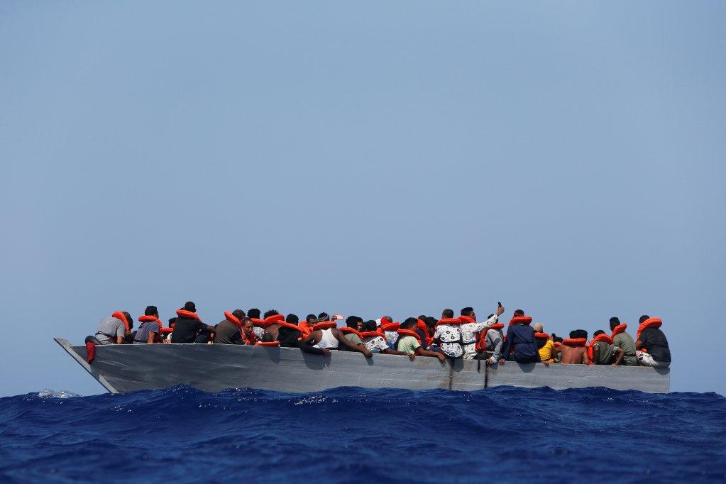 Des migrants au large de Lampedusa, secourus par le navire humanitaire Sea Watch 3, le 2 août 2021. Crédit : Reuters
