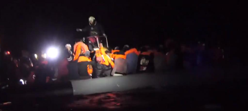 اوشن وایکنگ ٩٢ مهاجر را در آب های ساحلی لیبیا نجات داد. عکس: اس او اس مدیترانه