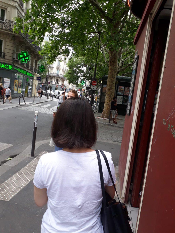 طناز در یکی از جادههای پاریس: میخواهم برای خودم  و دخترم زندگی کنم.