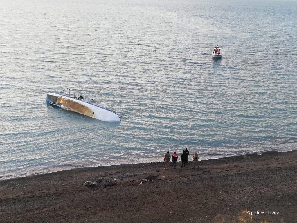 مقامهای ترکیه در ساحل بند وان هنگام عملیات جستجو برای یافتن یک کشتی حامل مهاجران، ۲۶ دسمبر ۲۰۱۹. عکس از پیکچر الیانس