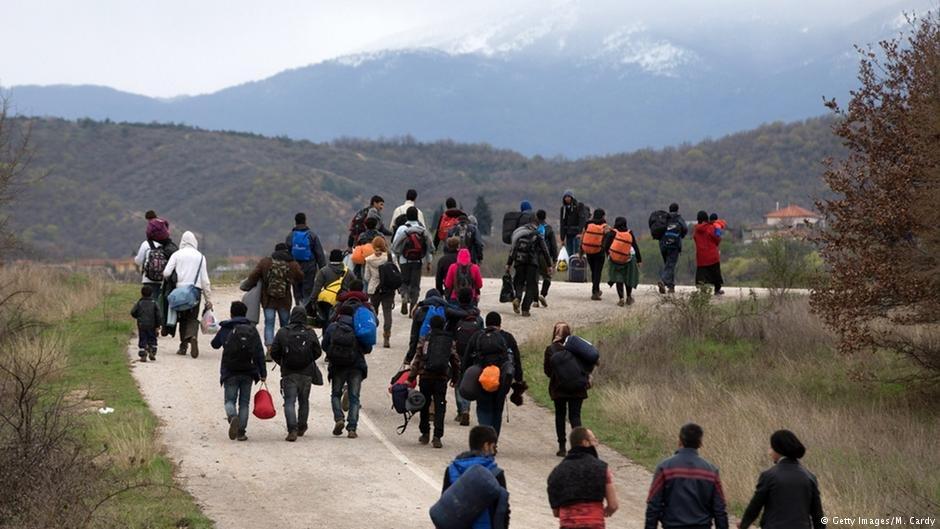 گروهی از مهاجران در مسیر بالقان