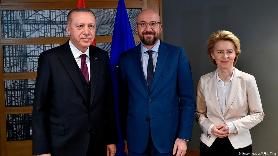 رجب طیب اردوغان با شارل میشل، رئیس شورای اتحادیه اروپا و اورزولا فون دیر لاین در بروکسل/عکس: Getty Images/AFP/J.Thys