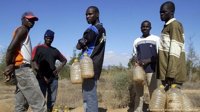 picture-alliance/AP Photo/O. Hebbat |جمعية حقوقية تتهم السلطات المغربية بإساءة معاملة مهاجرين أفارقة.