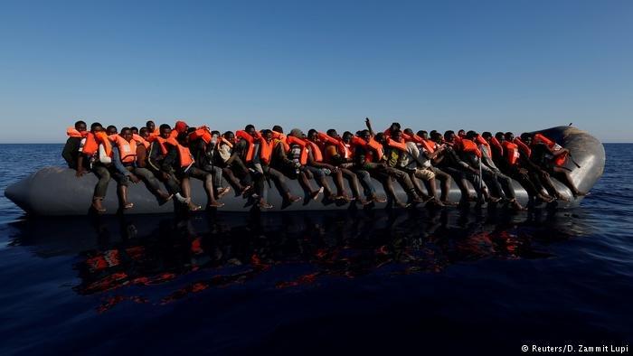 اوراموپولوس از کشورهای عضو خواست که در مورد چگونگی توزیع مهاجران نجات یافته موقتا به توافق برسند.