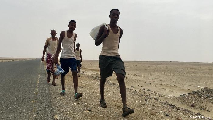 DW/F. Facsar |مهاجرون أفارقة يصلون إلى اليمن، في الغالب كطريق عبور إلى دول أخرى ونها السعودية