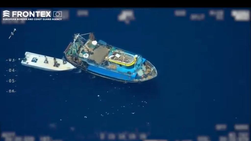 Alertées par Frontex, les autorités italiennes ont pu arrêter les passeurs et diriger les migrants vers le centre d'accueil de Lampedusa. Crédit : capture d'écran Frontex.