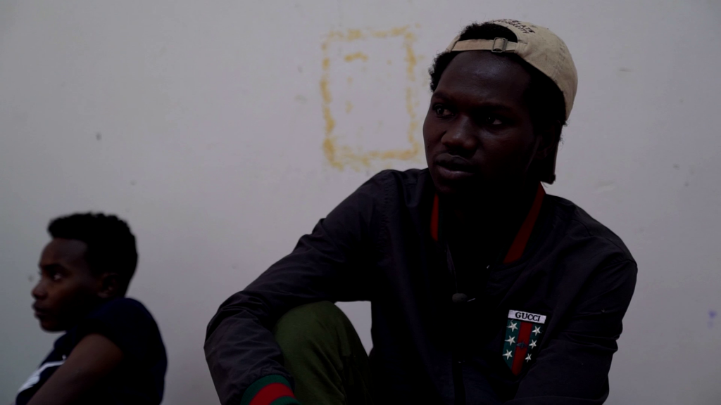 Cet homme fait partie des quelque 150 migrants détenus présents dans le centre de Zliten lorsque les journalistes de France 24 se sont rendus sur place en novembre 2019. Crédit : Julie Dungelhoeff / France 24