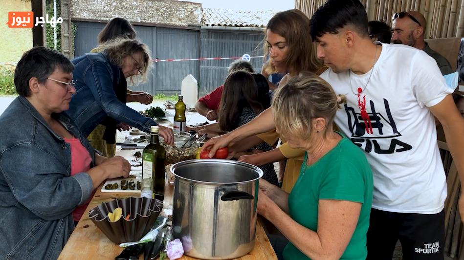 أثناء إحدى ورش الطهي في قرية شاندونيه الفرنسية