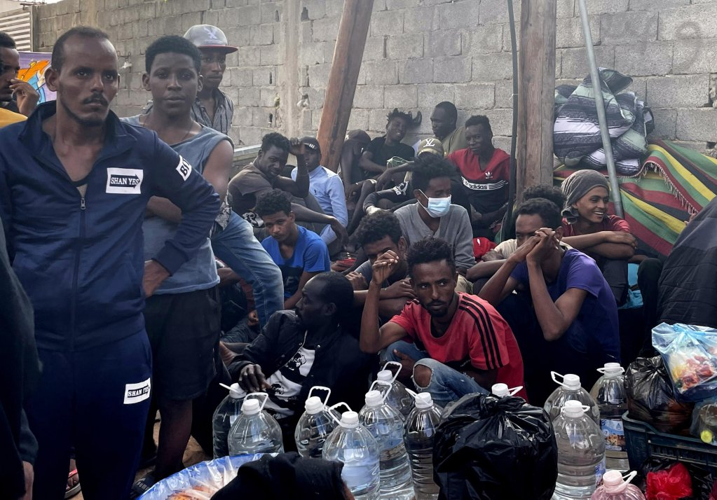 African migrants take part in a sit-in protest calling on the international community to get them out of Libya, outside the UNHRC office in Tripoli, Libya,  October 9, 2021 | Photo: EPA/STR)
