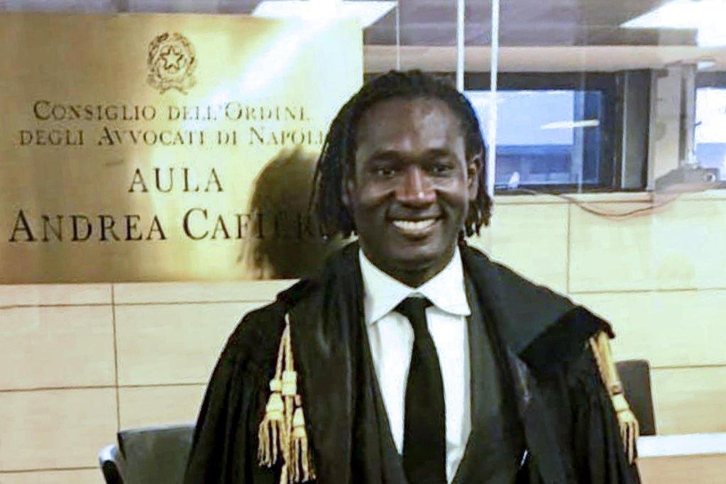 ANSA / هيلاري سيدو أول مهاجر من أصل أفريقي ينتخب عضوا في مجلس نقابة المحامين في نابولي / حقوق الصورة  ANSA