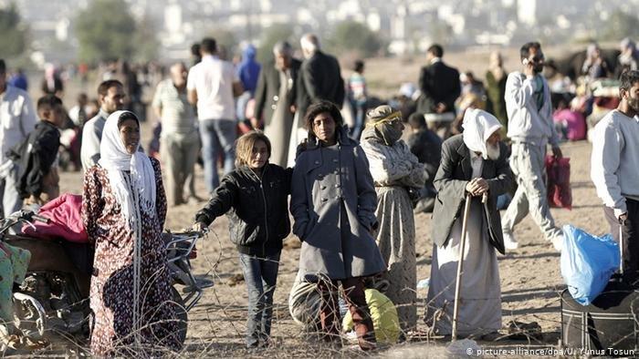 أجبر النزاع الدامي نصف عدد سكان سوريا البالغ قرابة 22 مليون إلى مغادرة منازلهم، في أكبر موجة نزوح منذ الحرب العالمية الثانية.