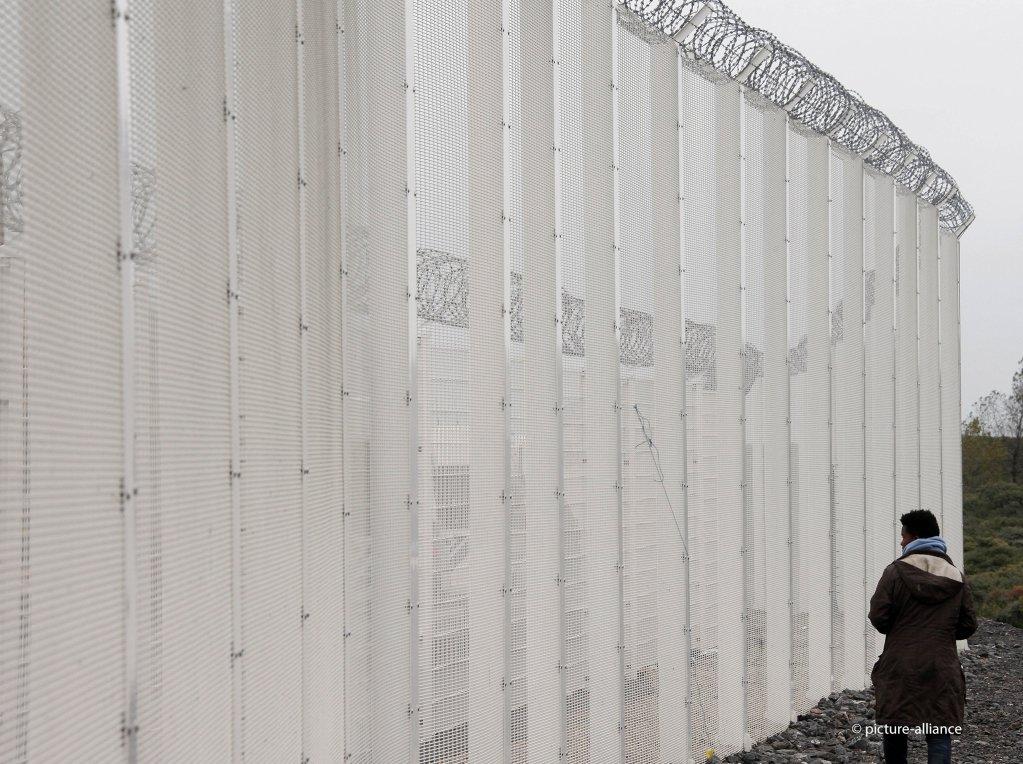La clôture qui sécurise l'accès à Eurotunnel, en octobre 2015. Crédit : Picture-alliance/AP Photo