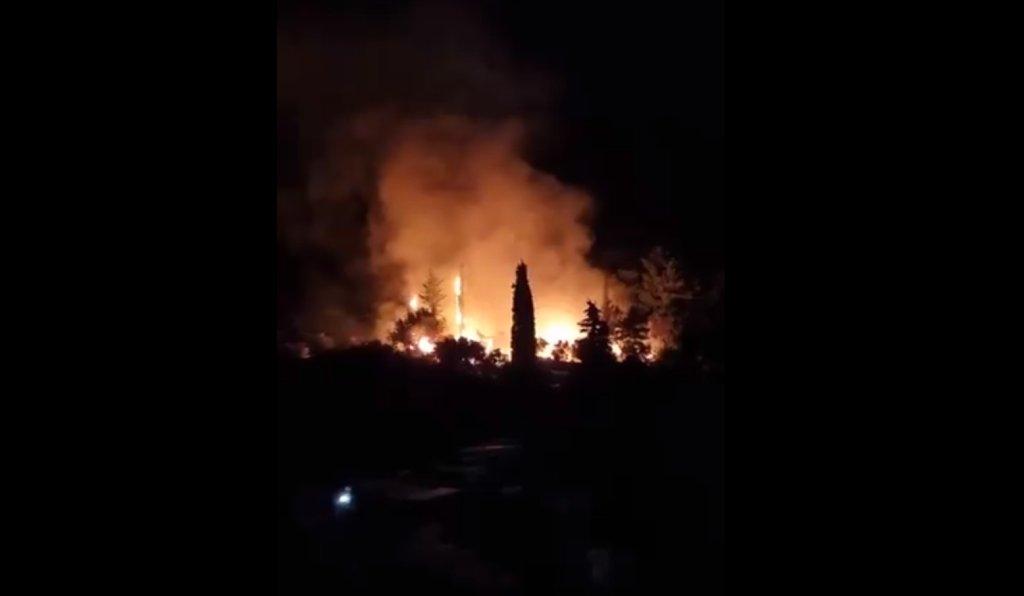 L'incendie de Samos s'est déclaré dimanche 19 septembre. Crédit : Twitter @SchmitzFlorian
