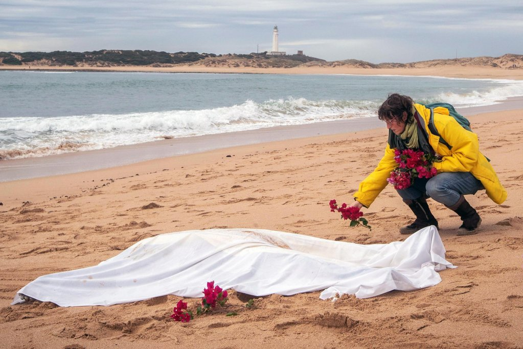 From file: A woman places flowers around the body of a migrant found on the beach of Canos de Meca in Cadiz, southern Spain | Photo: EPA/Roman Rios