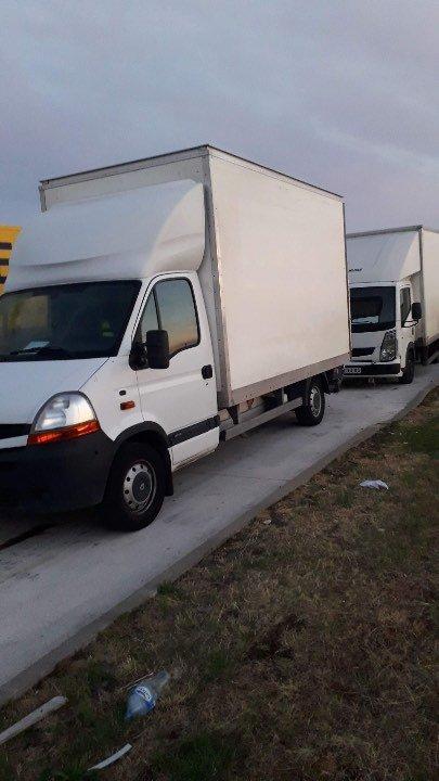 پولیس بعد از بررسی ۱۱ مهاجر افغان، پاکستانی و عراقی را در داخل کامیون پیدا کرد و نیروهای امدادی را به کمک طلبید. عکس DR