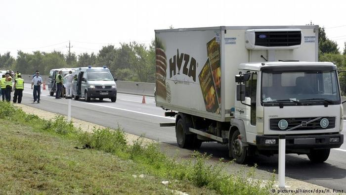الشاحنة التي اختنق فيها عشرات المهاجرين