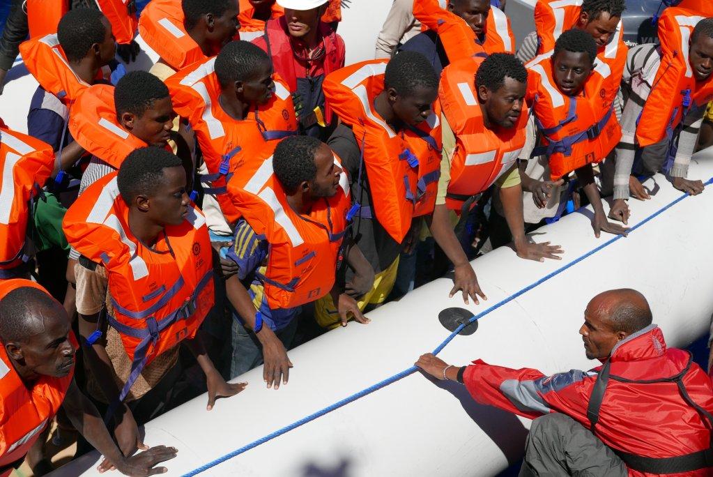 Photo d'un sauvetage par l'équipage de l'Aquarius en 2016. Crédit : Pauline Bandelier