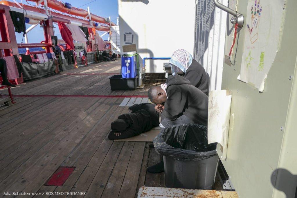 Après 11 jours bloqués en mer, les migrants secourus par l'Ocean Viking vont pouvoir débarquer en Sicile. Crédit : SOS Méditerranée