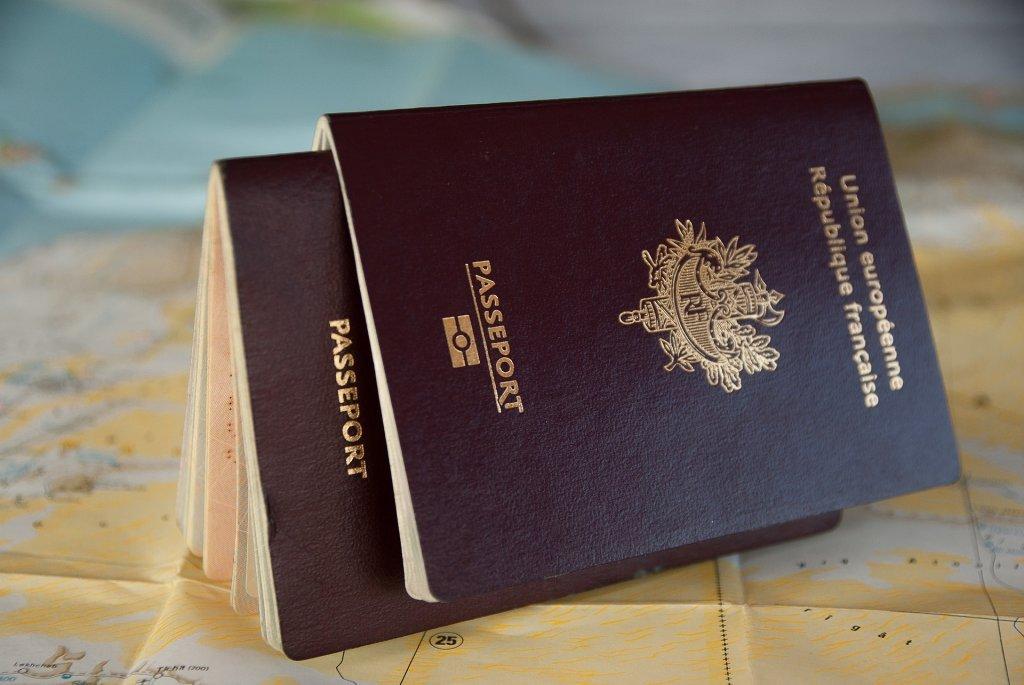جواز سفر فرنسي. الحقوق محفوظة