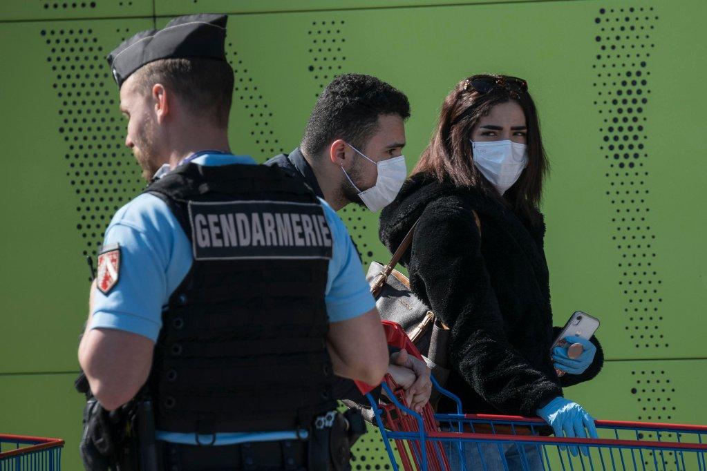 ©  أ ف ب |فرنسا قد تعتمد الحجر الصحي الكلي في مناطق محددة أو حتى في كامل البلاد لاحتواء فيروس كورونا