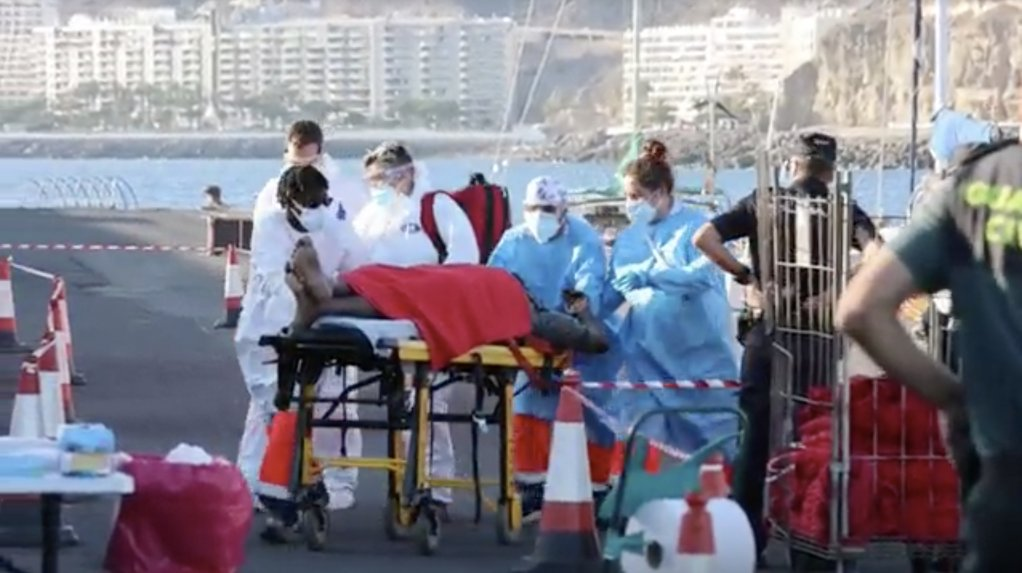 Some of the rescuees were in a serious but not critical medical condition | Screenshot: Reuters/EFE