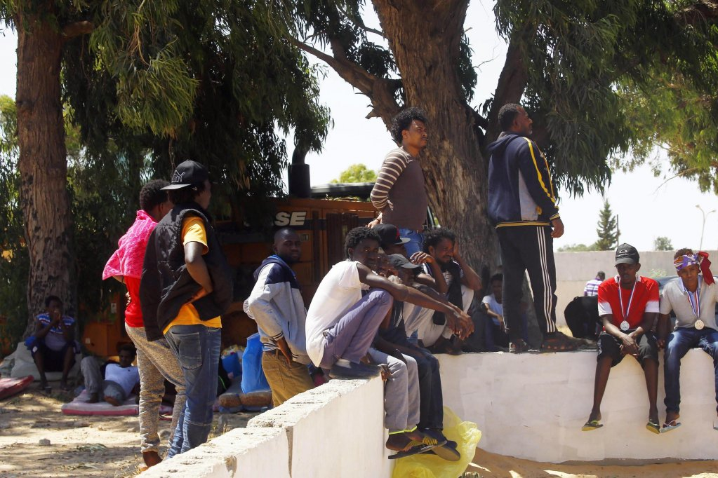 Archive photo: Migrants rest near a destroyed detention center in Tripoli, Libya, 03 July 2019 | Photo: EPA/STR