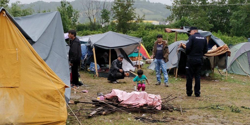پلیس بوسنیا و مهاجران. عکس از مهاجر نیوز.