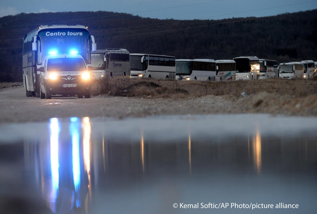 Migrants from Lipa camp boarded buses last night and have been stuck there since | Photo: Kemal Softic/AP Photo/picture-alliance