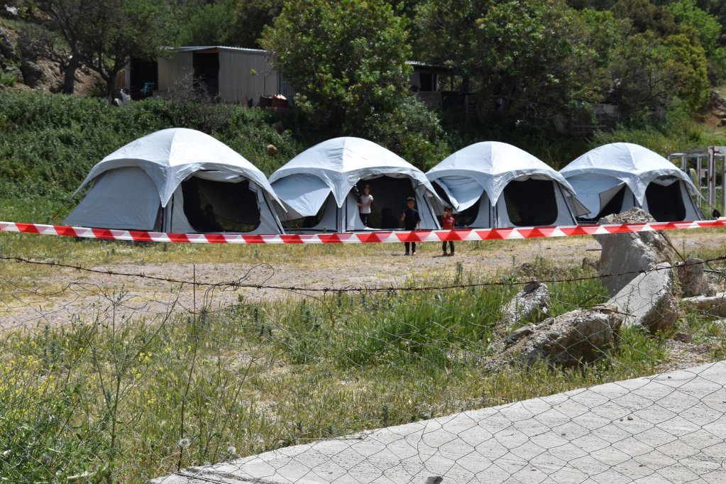 Tents set up by the Greek migration ministry to quarantine migrants on Lesbos | Photo: EPA/Stratis Balaskas