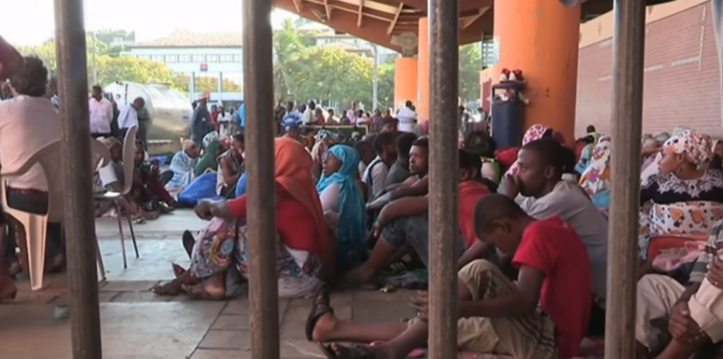 Des migrants comoriens réfugiés dans le centre-ville de Mamoudzou à Mayotte, à l'été 2017. Crédit photo : capture d'écran France 24.