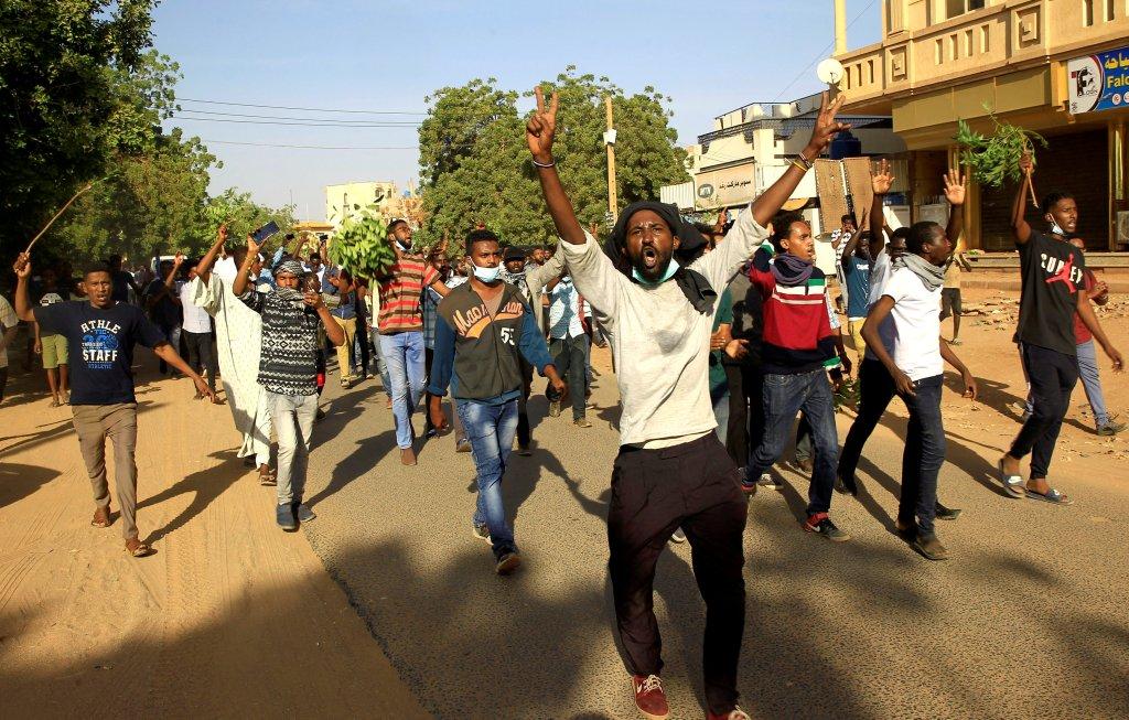 مظاهرات في الخرطوم يوم الثلاثاء 25 كانون الأول/ديسمبر/رويترز