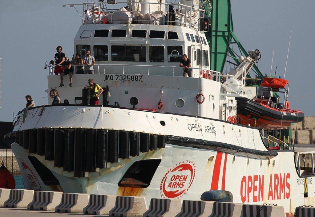 ansa /السفينة أوبن آرمز لدى وصولها إلى ميناء إمبيدوكلي في صقلية. المصدر: أنسا/ باساكال مونتانا لامبو