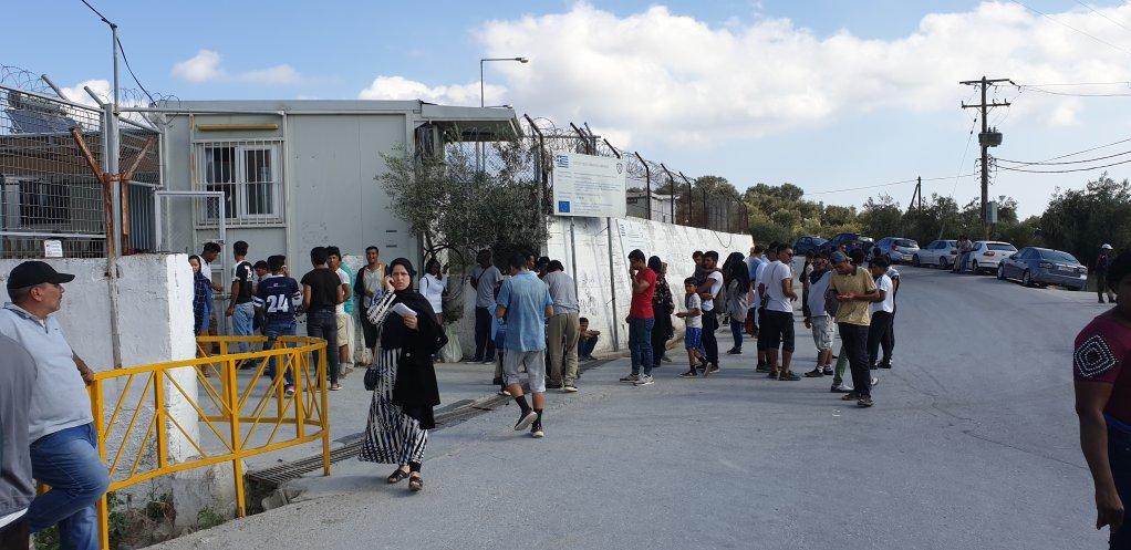 ورودی یک کمپ مهاجران در جزیره لیسبوس. عکس از امان الله جواد