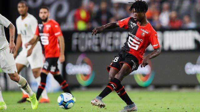 À seulement 17 ans, le milieu de terrain franco-angolais Eduardo Camavinga n'en finit plus de surprendre. Crédit : Stade Rennais