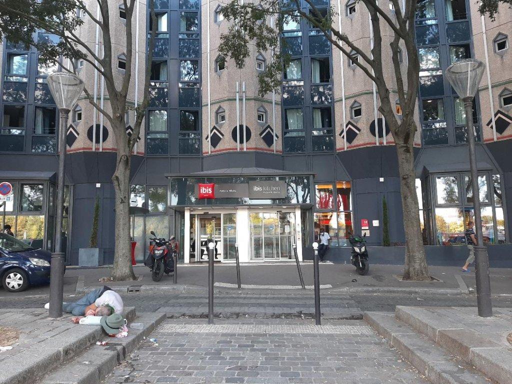 L'hôtel Ibis situé à proximité du parc de la Villette a été transformé en centre d'hébergement d'urgence cet été. Crédit : Charlotte Oberti/InfoMigrants