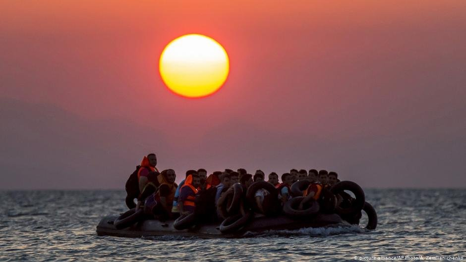 Migrants on a rubber dinghy off the island of Kos | Photo: Picture-alliance/AP Photo/A.Zemlianichenko