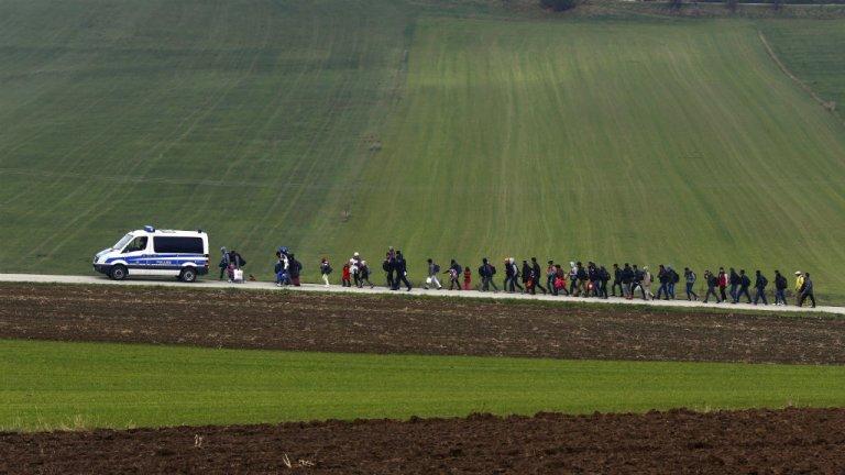 مهاجرون تحت أعين الشرطة في ألمانيا / حقوق الصورة لوكالة رويترز