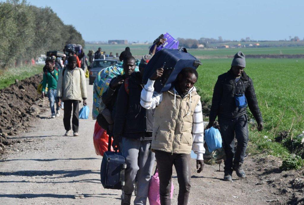 Migrants in the rural area between San Severo and Rignano Garganico, in Puglia, Italy | Photo: ANSA/ FRANCO CAUTILLO