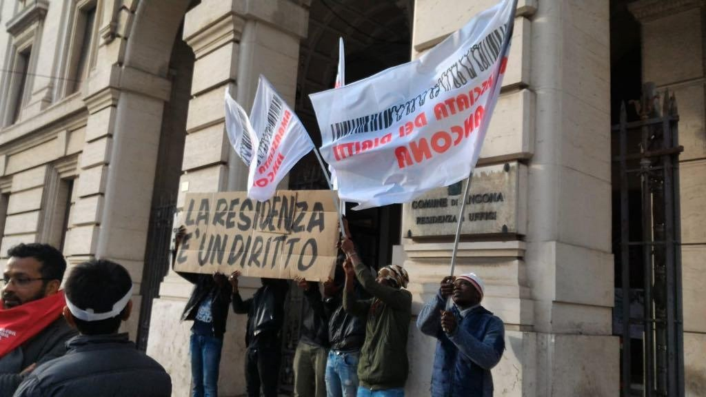 Migrants in Ancona during a protest to be able to sign up at the official registry | Photo: ANSA