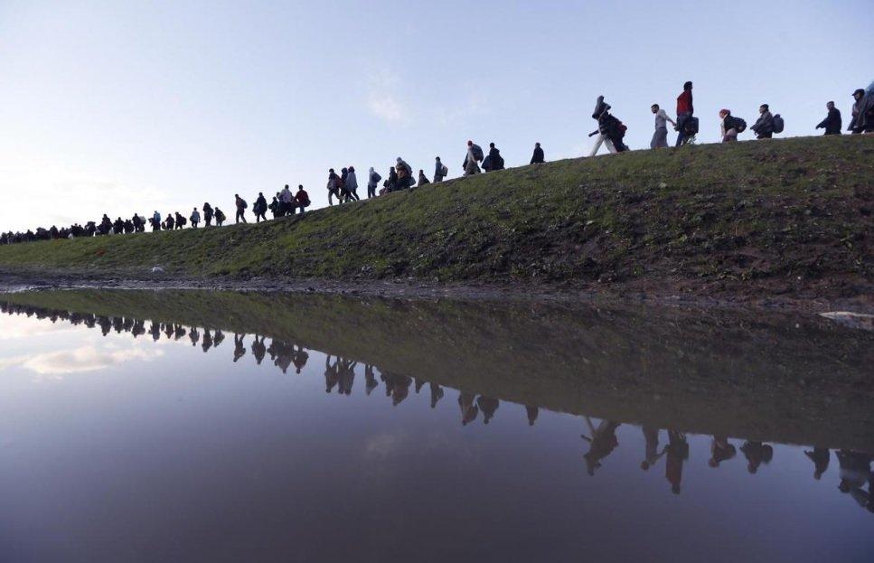 Des migrants arrivent à proximité de la ville de Brezice en Slovénie, non loin de la frontière avec la Croatie (archive octobre 2015). Crédit : Reuters / Srdjan Zivulovic