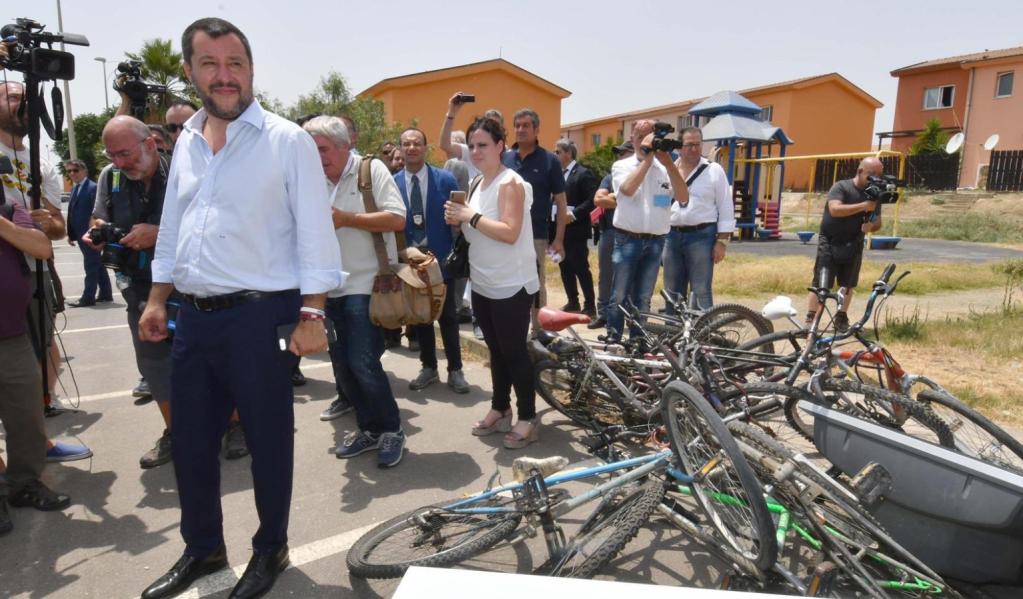 ایتالیا بزرگترین مرکز پذیرایی از مهاجران در شرق جزیره سیسلیا را ، روز سه شنبه ٩ جولای، رسماً مسدود کرد. عکس از تویتر سالوینی