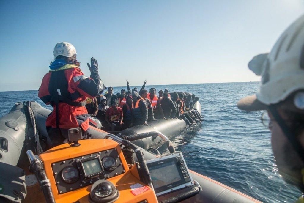 Le Sea-Watch a secouru plus de 100 personnes jeudi et vendredi. Crédit : Sea-Watch