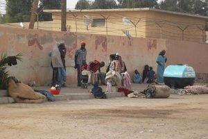مهاجرون في إحدى ضواحي مدن الجنوب الجزائري/ أنسا