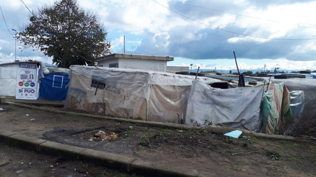 A makeshift camp in San Ferdinando, southern Italy on December 2, 2018 | Photo: ANSA/Alessandro Sgherri