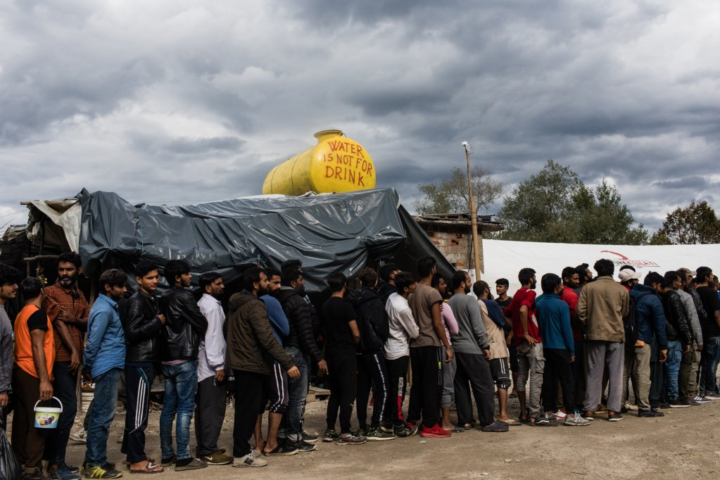 مهاجرون في مخيم فوتشياك، شمال البوسنة. أرشيف