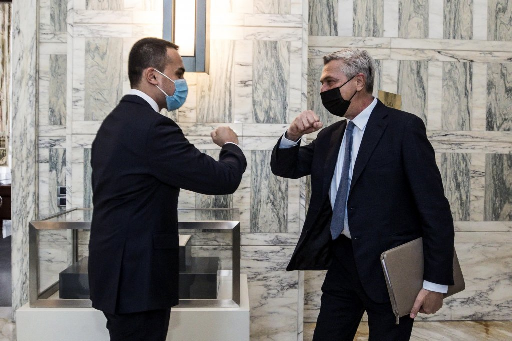 Italian Foreign Minister Luigi Di Maio welcomes UN High Commissioner for Refugees Filippo Grandi at the Ministry of Foreign Affairs in Rome | Photo: Angelo Carconi/ANSA